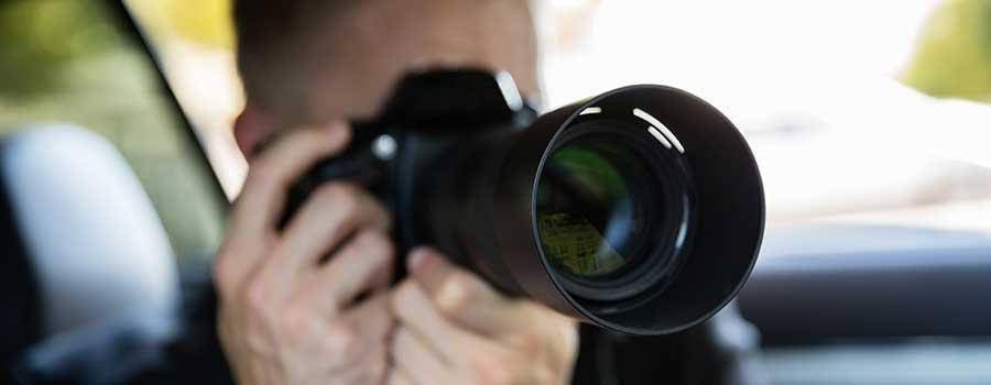 Bild zeigt einen Detektiv der Detektei bei Ermittlungsdiensten